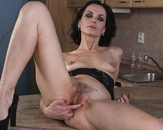 Mature likes to be fucked and fisted by young boy 6