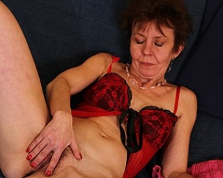 Skinny mature housewife works her hairy pussy