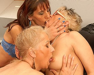 Old lesbians having sex
