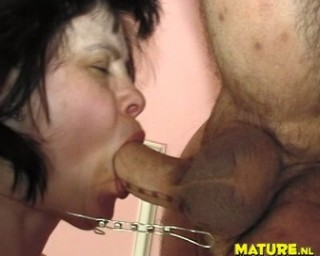 This hot mature slut really loves to suck cock
