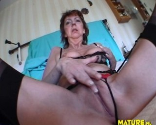 This old mature slut loves her toy