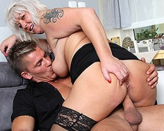 Secretaries suck dick and the manager hardcore fucked