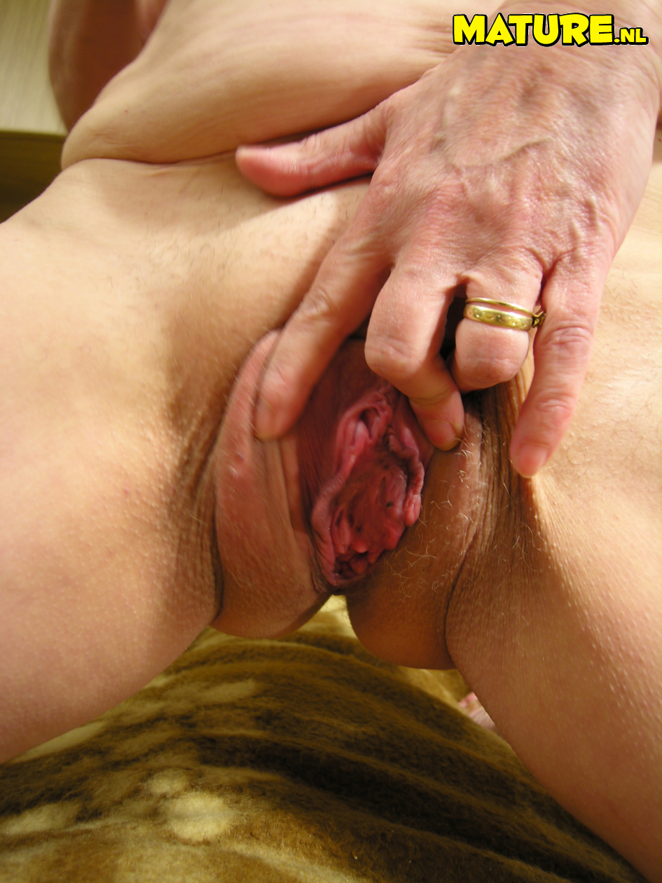Old granny showing pussy really