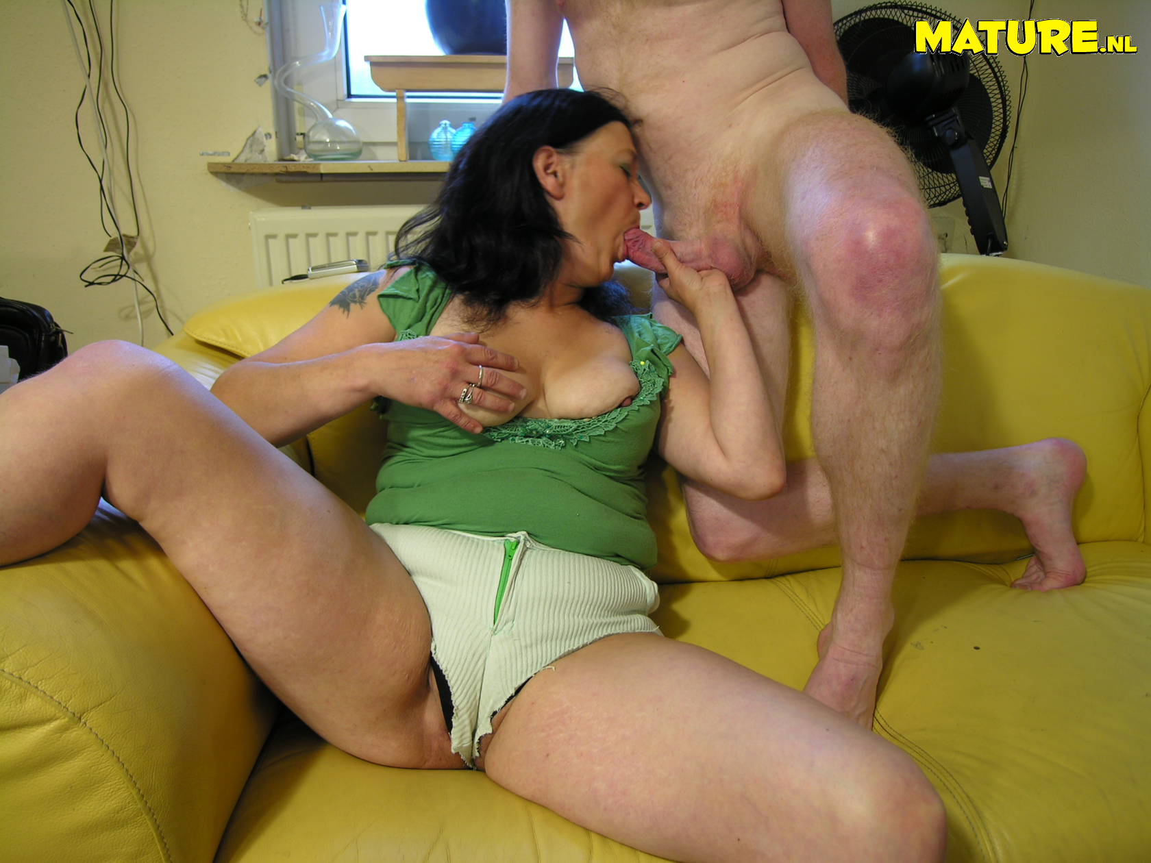 Трахнул соседку порнуха, Парень трахает в маленькую дырочку молодую соседку 3 фотография