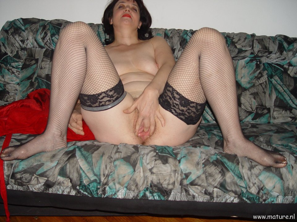 Horny old lady showing her wet cunt: affiliates.mature.nl/free/1359/Picsindex_31.php