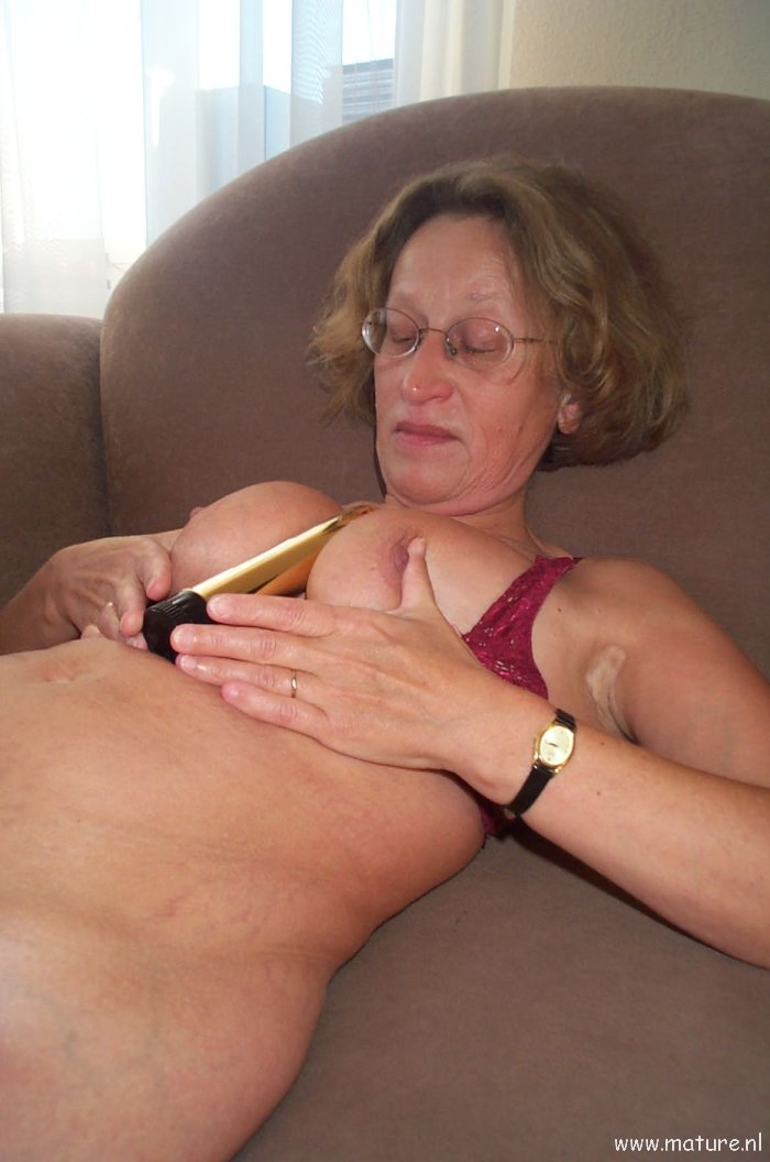 wife passed out drunk and nude