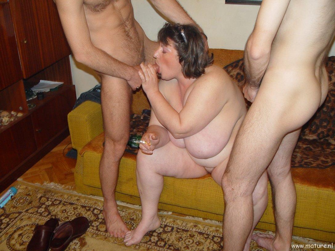 Mature amateur threesome