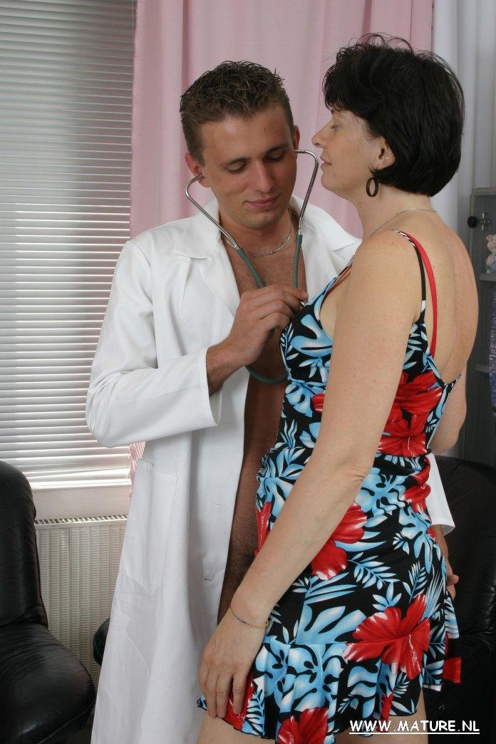 給女病人做深入檢查