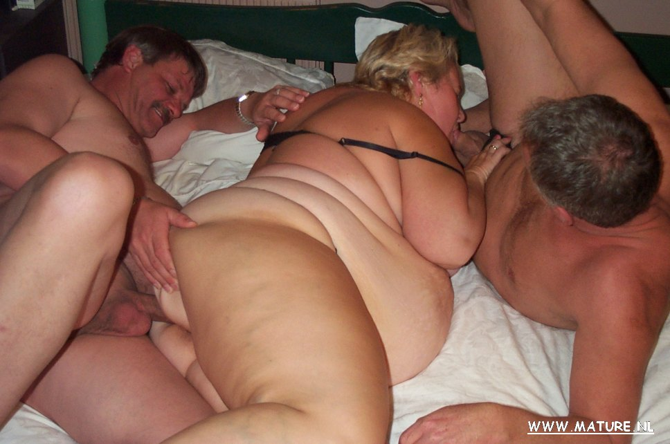 Threesome mff swingers having fun in apartment 9