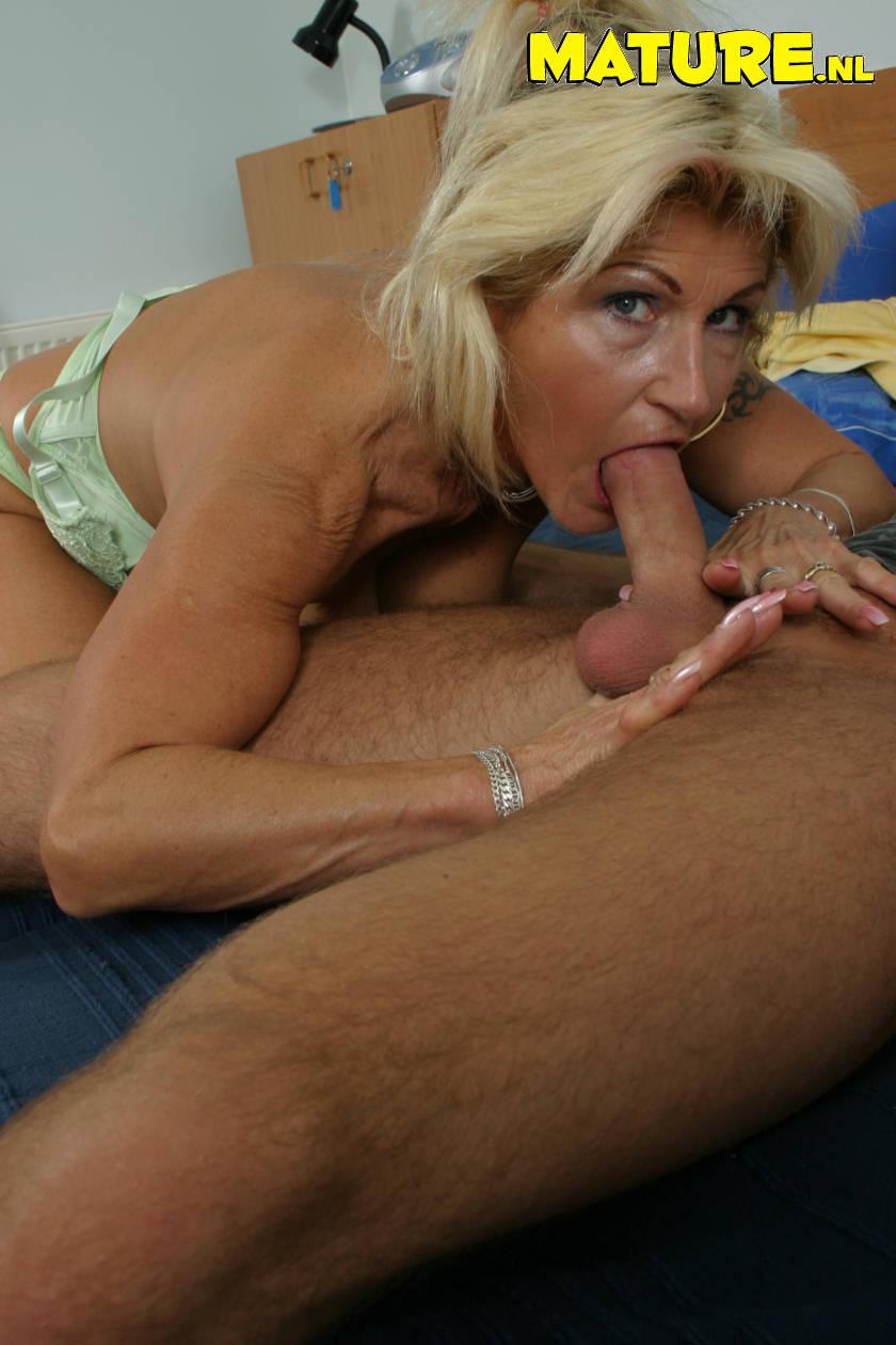 Old grannies taking big cocks porn