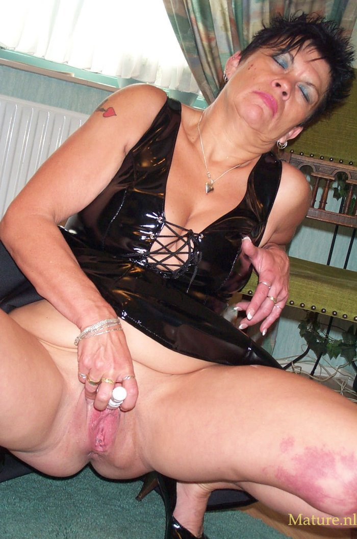 Housewife gets horny and has her tight pussy fucked 1