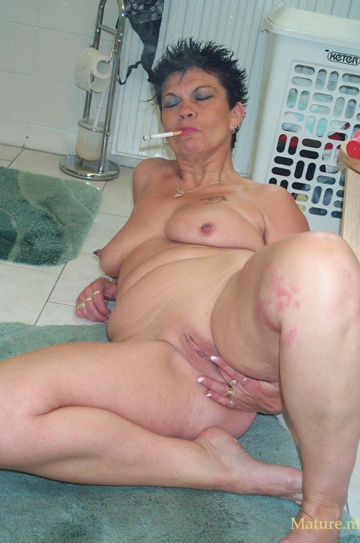 Free mature women undressing