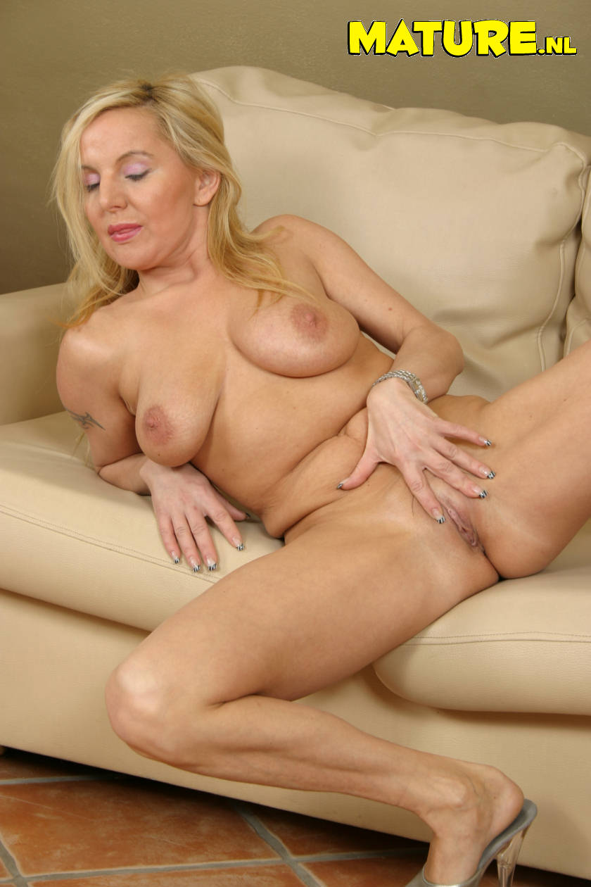 Blonde Mature Galleries - Aged Mamas