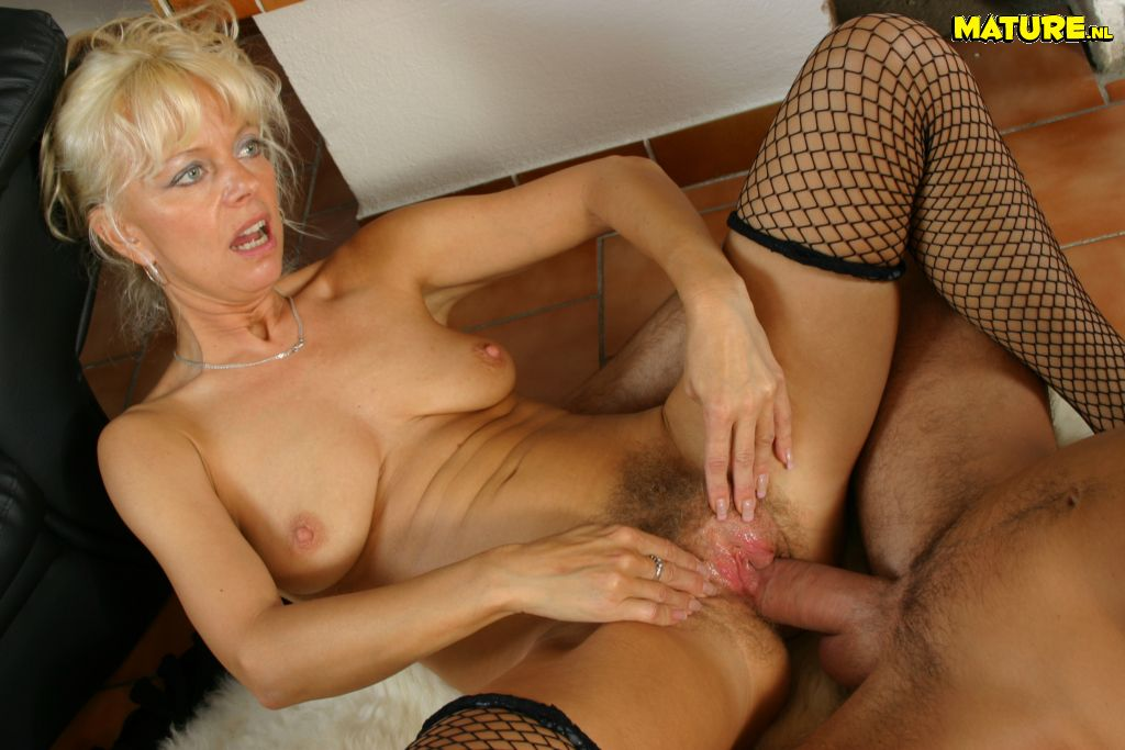 Mature milf cumming