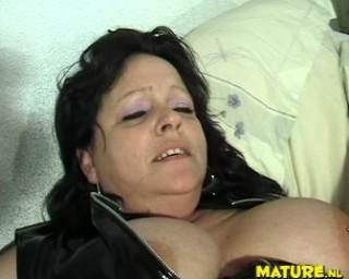 Chubby mature slut getting wet