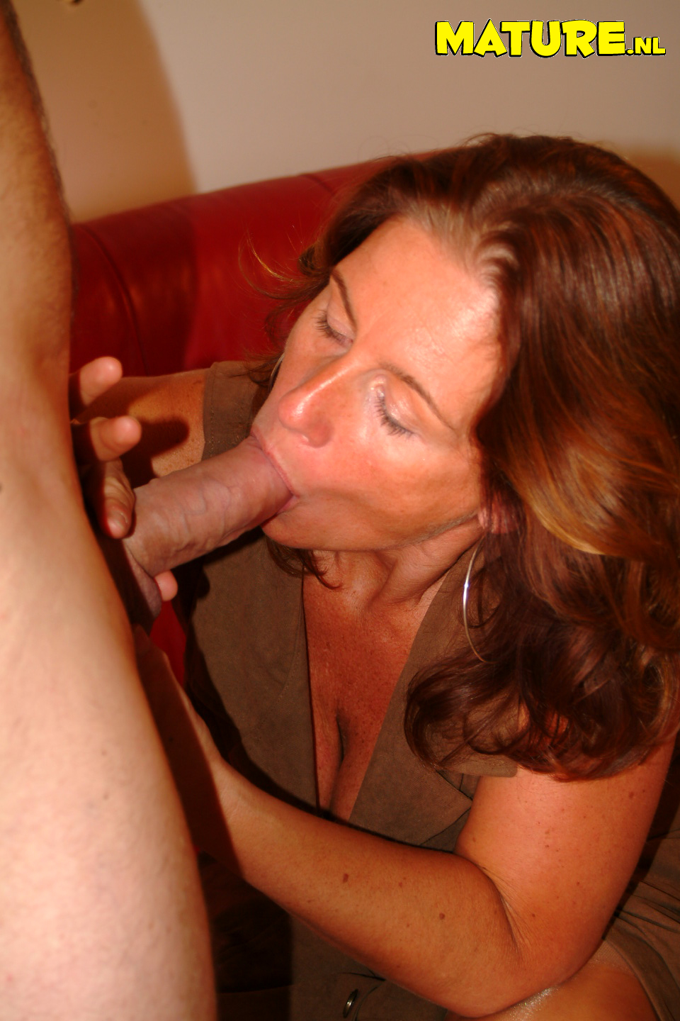 Mature moms suck dick