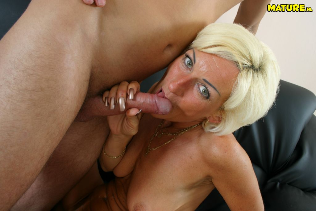 image Granny gets her mature pussy pumped