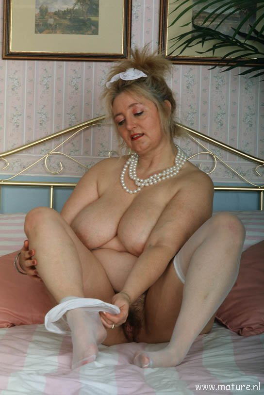 Horny blonde dildos her pussy at the sex show 8