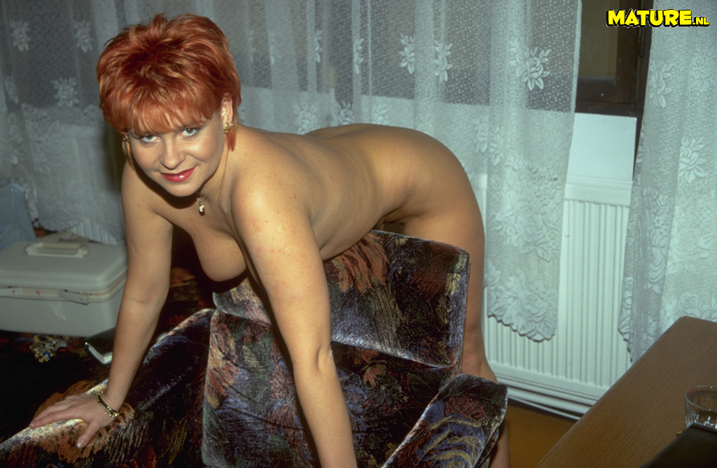 Hot amateur momma shows her naked body - Pornsharingcom