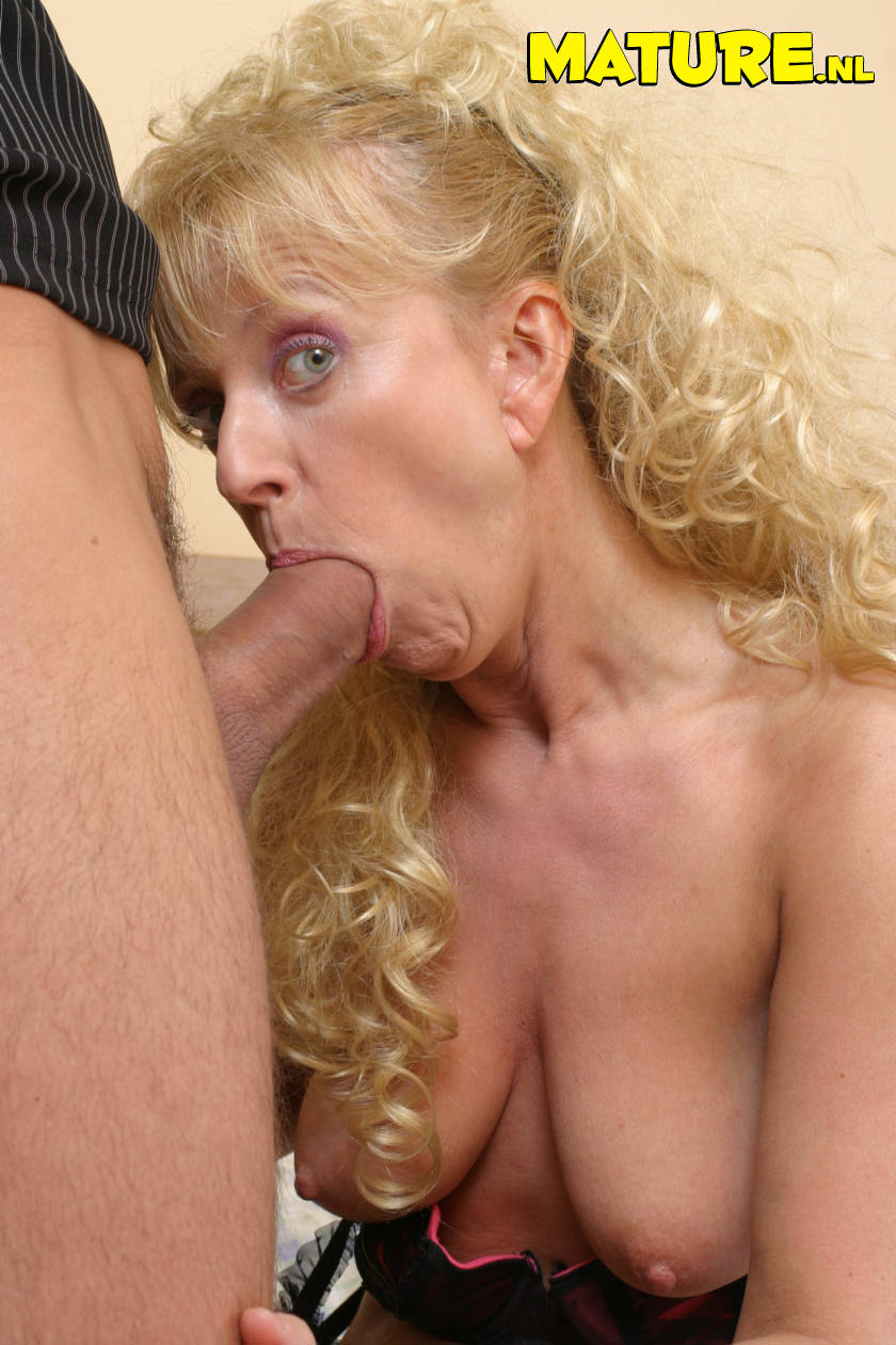 Mature Mom Wanting Hot Cock 77