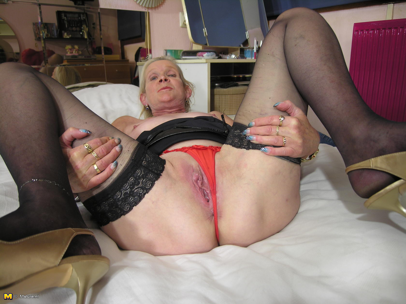Ugly mature skank on automatic 3