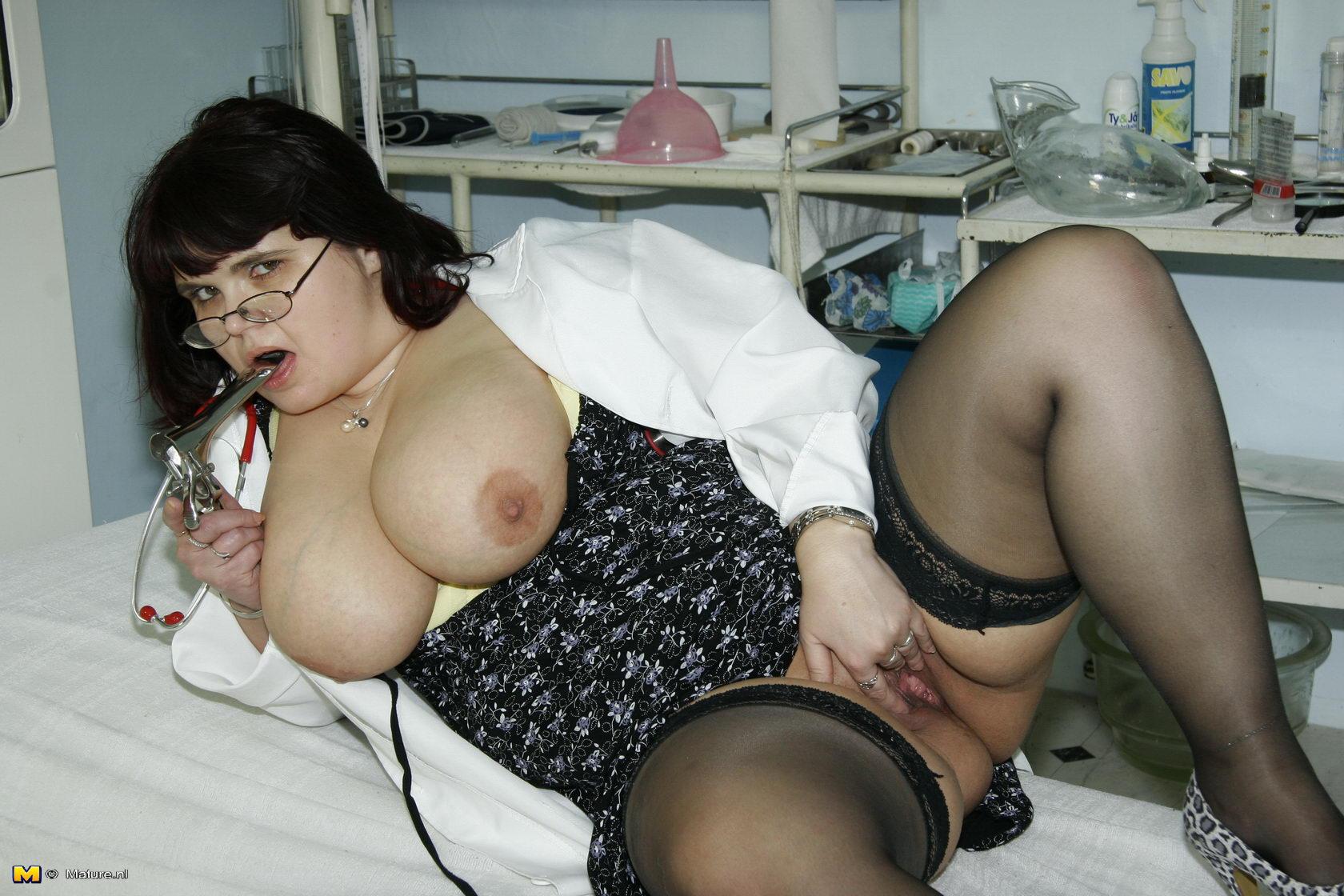 толстые тётки ебутся у гинеколога