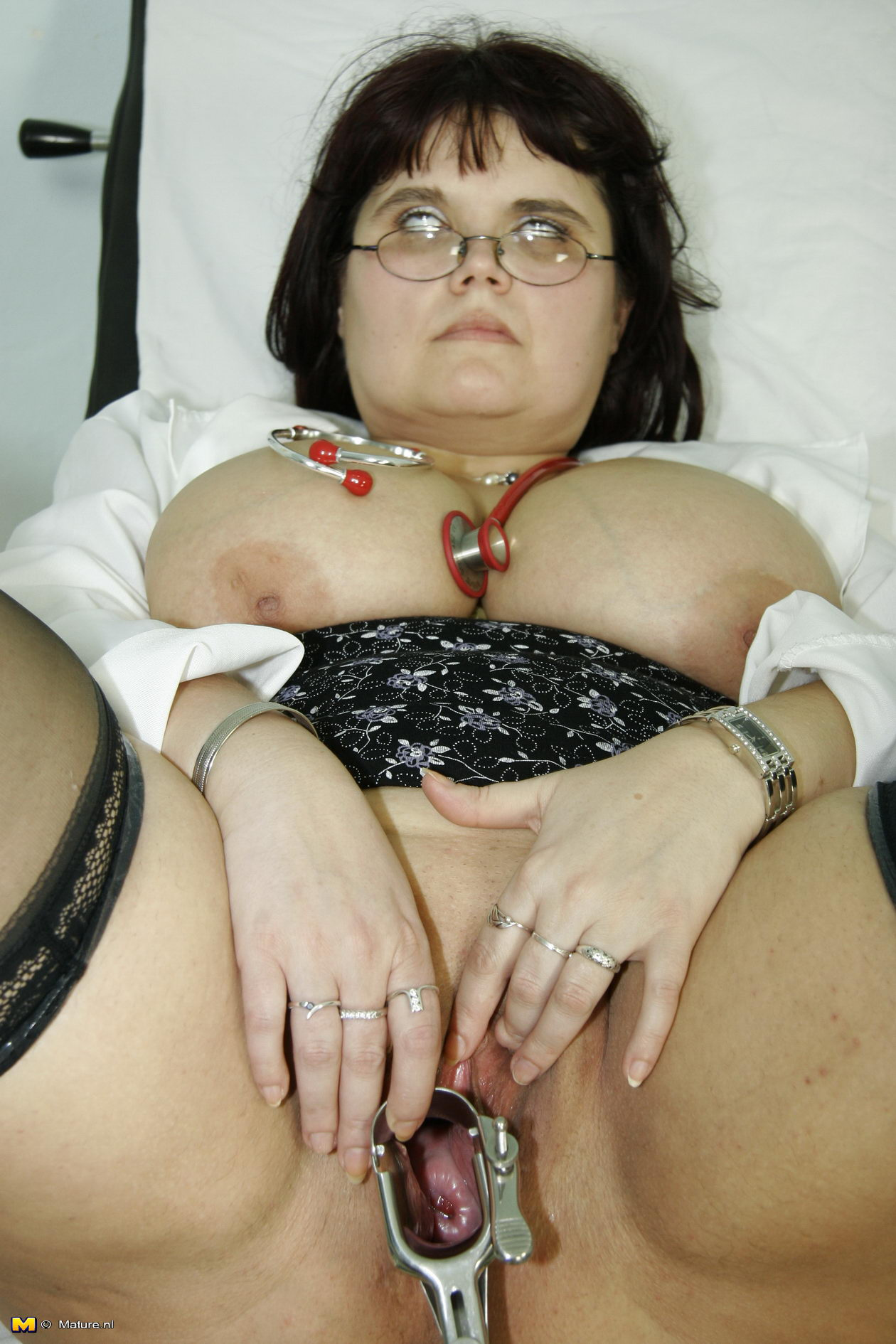 Толстая на приёме у гинеколога 9 фотография