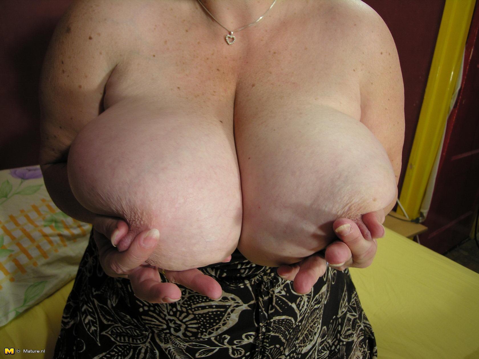 Фото обвисшая грудь старухи фото 264-368