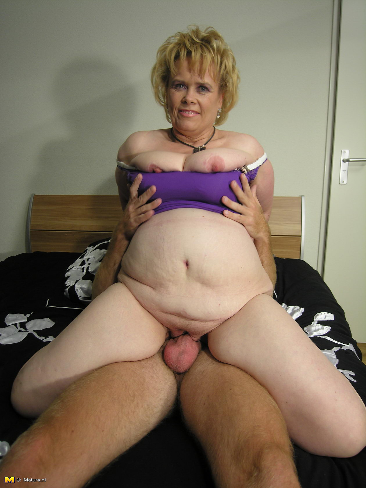 Pantyhose lesbian video clip