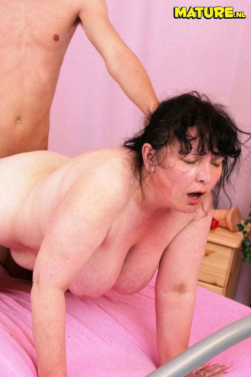 Юнные девы в порно 27 фотография