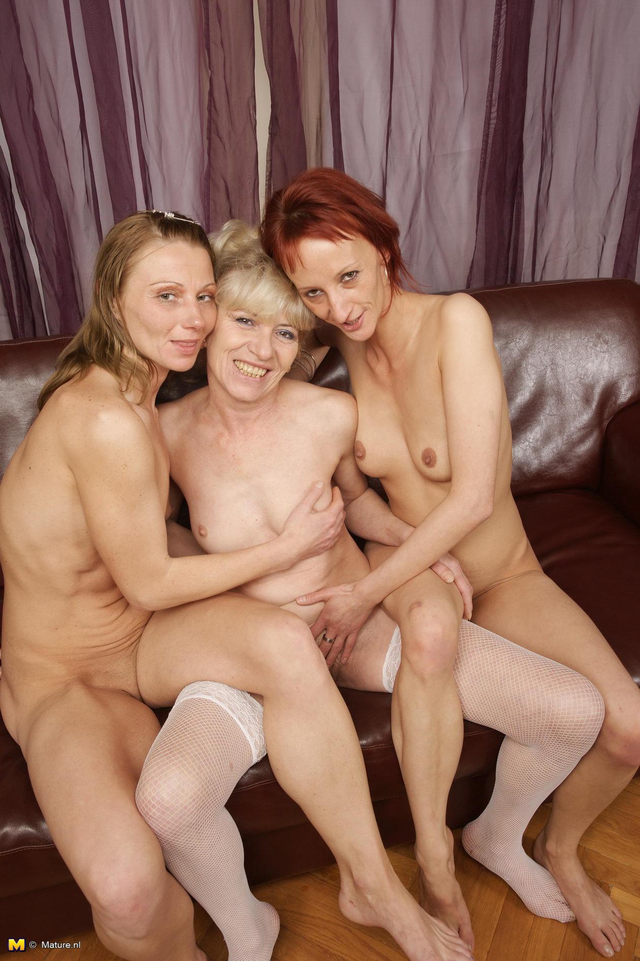 Lesbian sex in hot tub video
