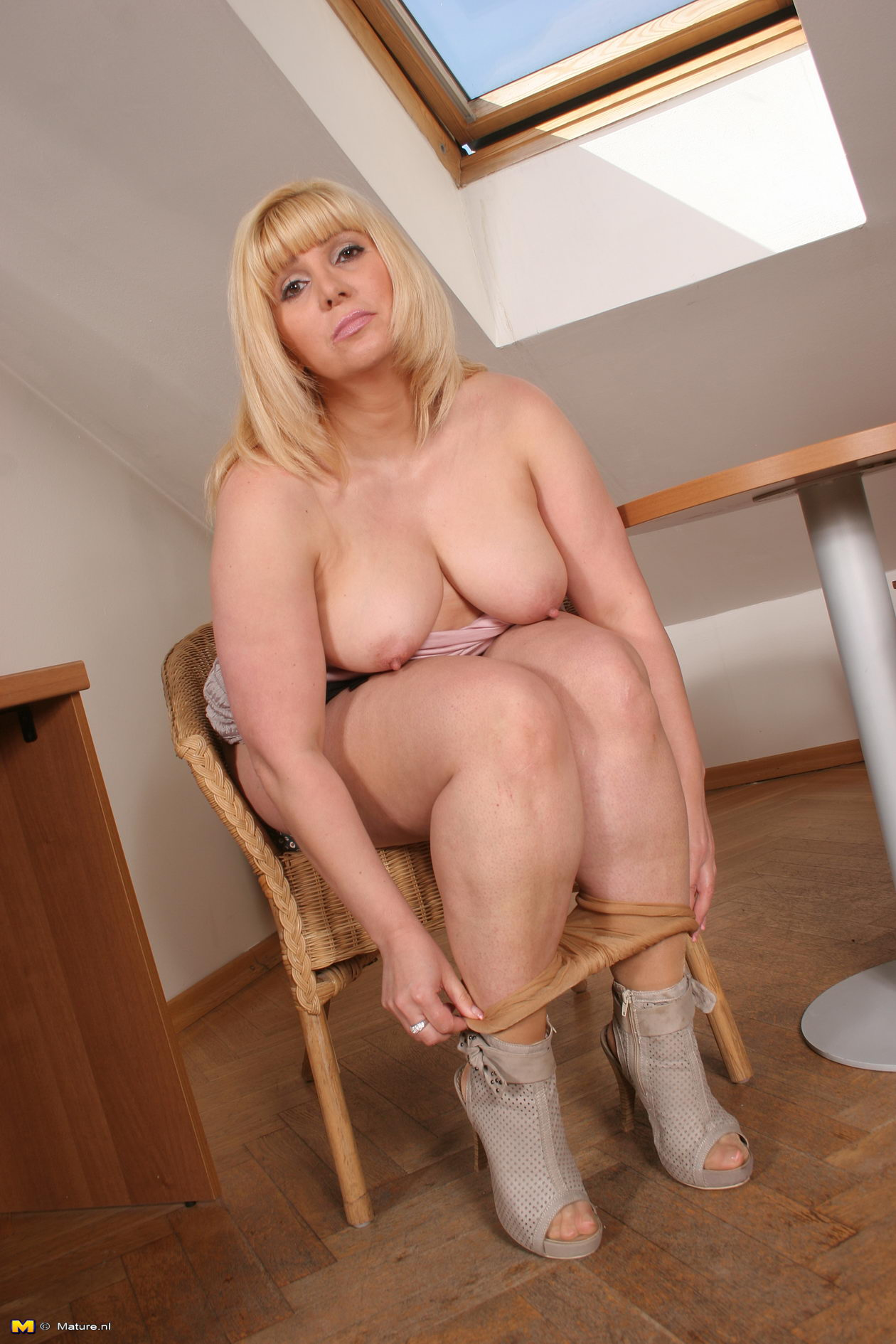The valuable Mature blonde playing with her pussy pity, that