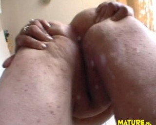 See this mature chubby chicah show her stuff