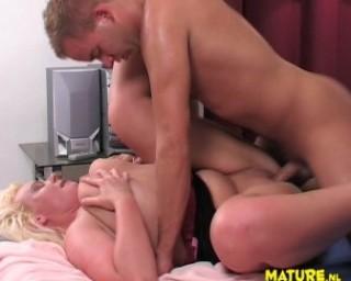 Chubby mature slut fucking and sucking