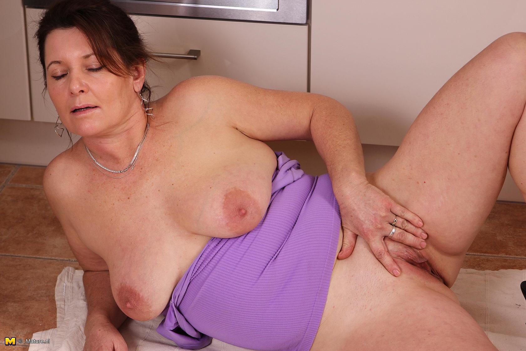 Affiliates mature nl housewife