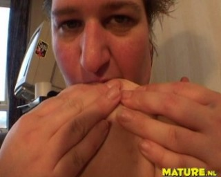 Chubby mature slut playing with herself