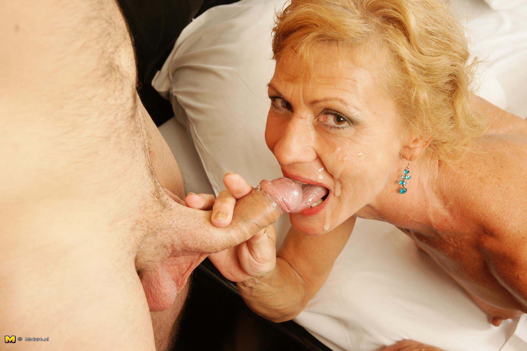 Housewife Mature Boy Toy