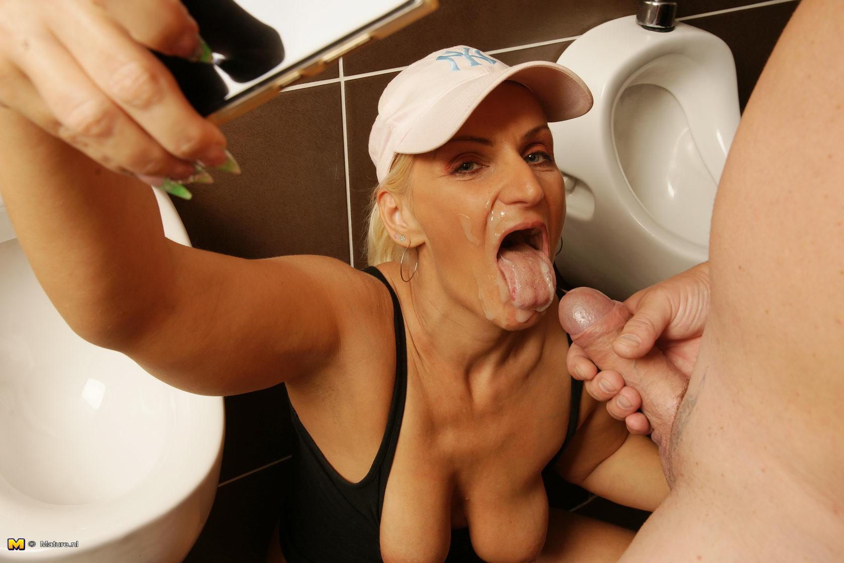 Girl masturbating fast