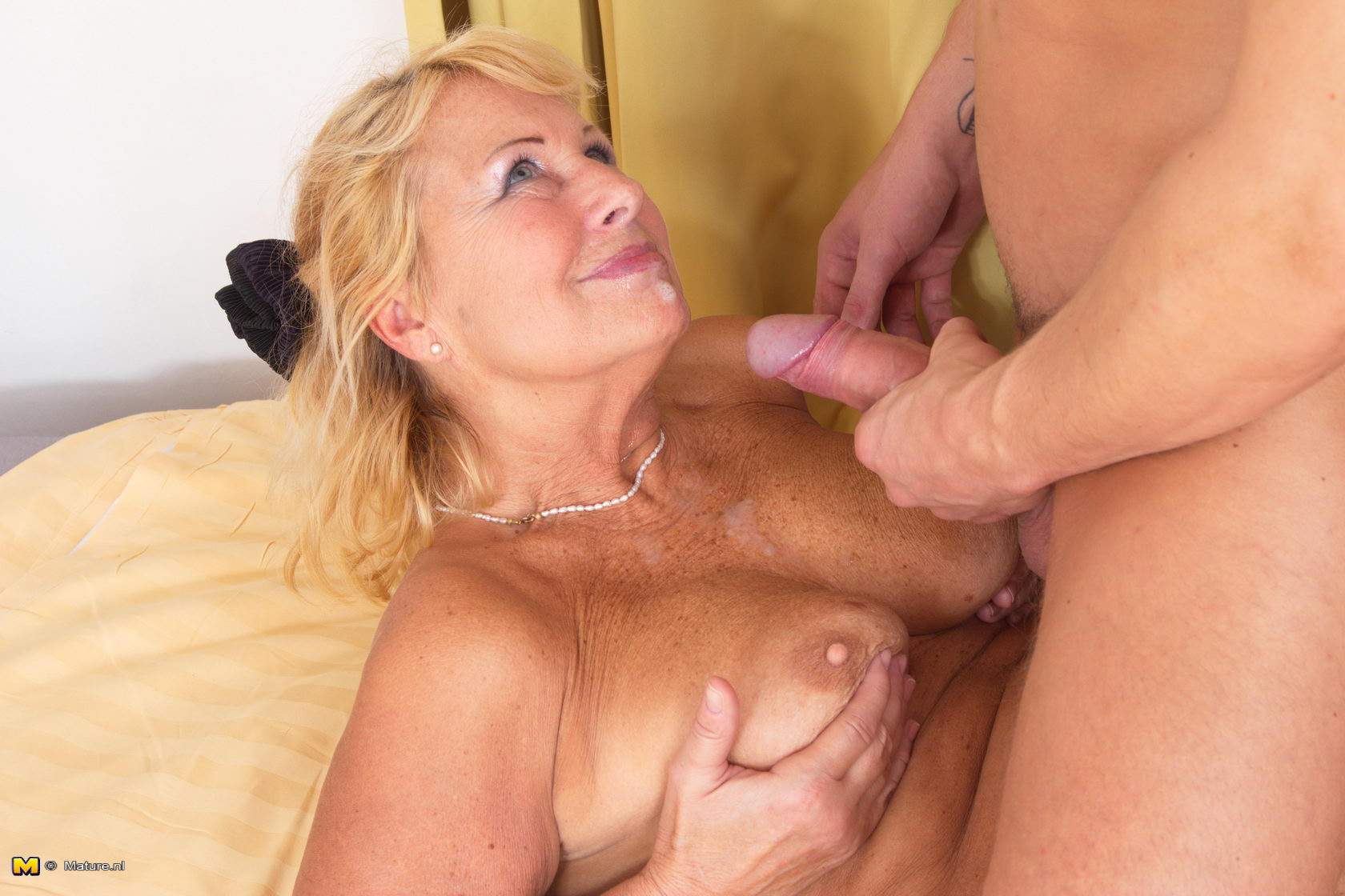 nylon hot mom porno