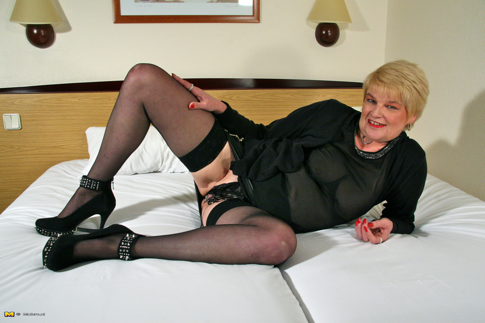 Mature in stockings and suspenders
