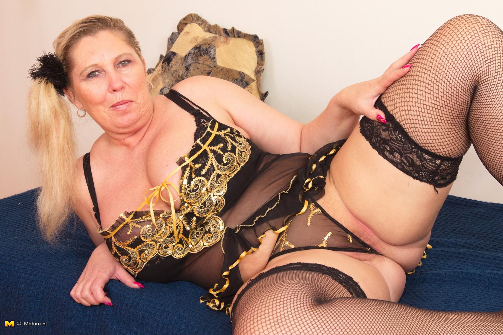 Сексуальные игры зрелых толстушек 5 фотография