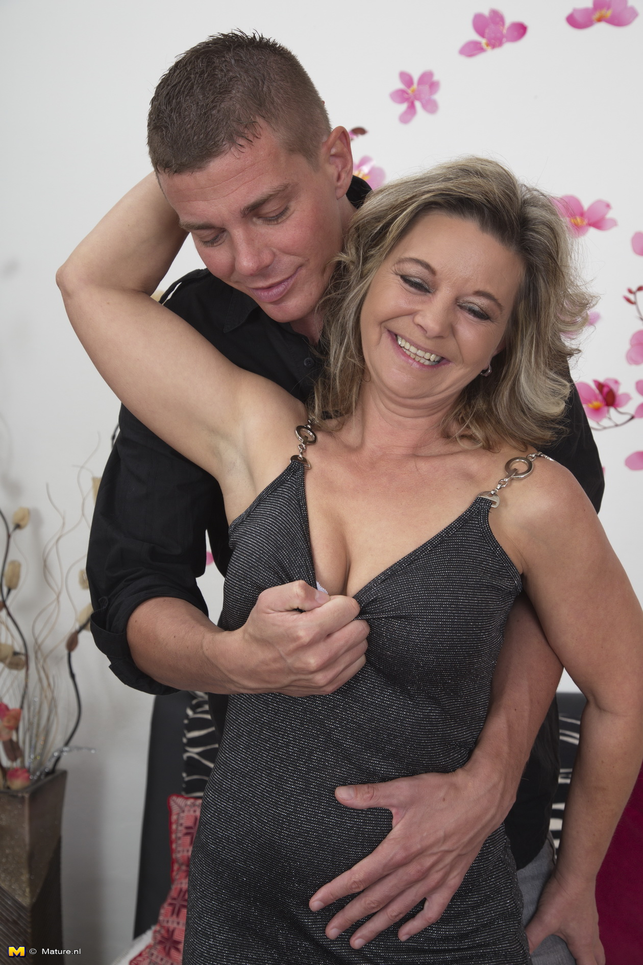 Mature lady doing what he know better 9