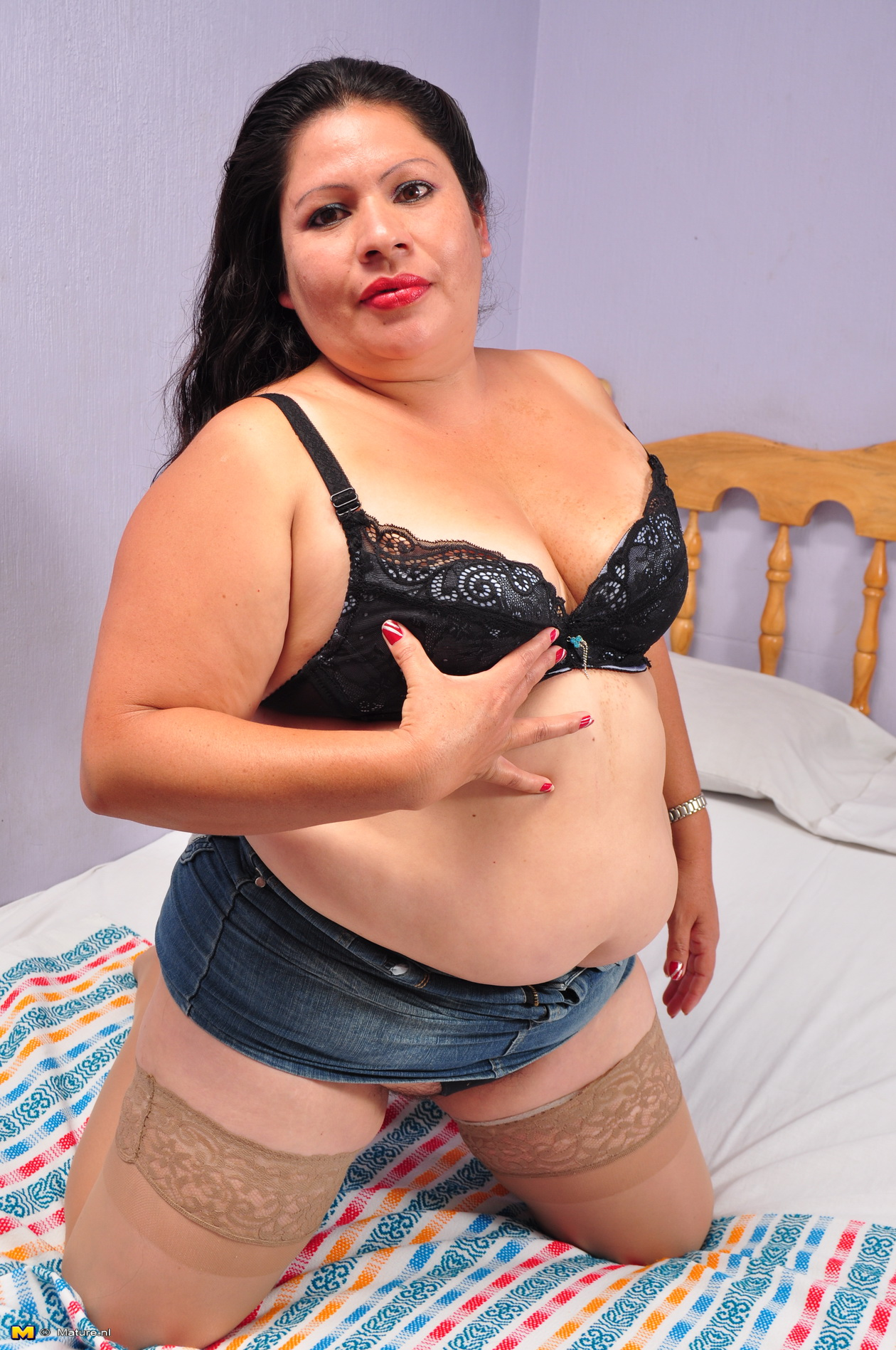 image Hairy bbw playing on webcam