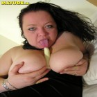 black haired mature slut showing her big cunt