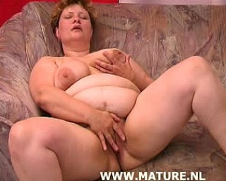 Chubby mature slut wants cock to eat