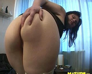 She shows ass and loves to suck and play