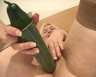 This older mama loves cocks, veggies and cum