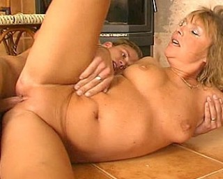 Filthy sexgames with my mature neighbour
