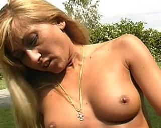 Kinky hot mom doing it in the garden