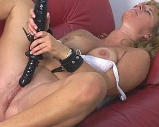 This horny mature slut loves to play with her huge toy